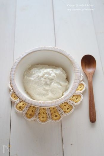 豆腐の水分をしっかり切って、ミキサーで撹拌しただけの豆腐クリーム。これ、スイーツはもちろんのこと、グラタンなどお料理にも使えてとっても便利!小腹が空いた時は、この豆腐クリームに蜂蜜をかけたり、自家製ジャムでいただいてもOK!口さみしい時にも遠慮なく頂ける便利なアイテムです!