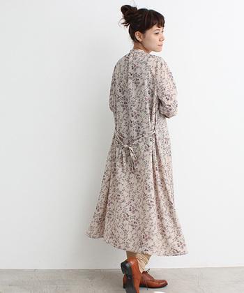 なかでも《柄物ワンピース》は一枚で様になるうえ、ゆるやかなシルエットが女性の華やかさを引き立たせてくれる、優秀アイテム◎。色みはもちろん、お花などの柄や、直線が織り成す模様によって、上品にも、思いっきりガーリーな装いにも変化します。「いつも、着る服のコーディネートで悩む…」という方にもおすすめ♪ 自分にとってお気に入りのワンピースを見つけて、春のお出かけが待ち遠しい今のひと時も楽しんでくださいね。