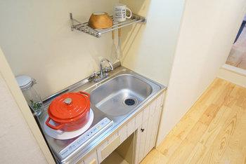 パッと目を引くビビッドカラーのお鍋。 これ一つで、一気にキッチンが明るく輝くようですよね♪  一つあなたの好きな色の料理道具を取り入れると印象がガラリと変わるかもしれません!