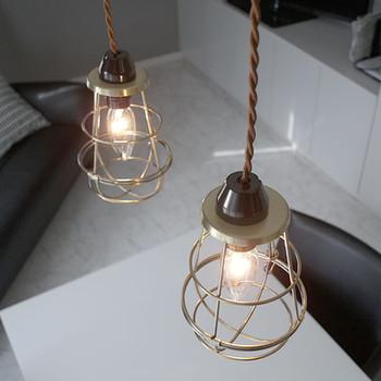 照明ひとつでお部屋の雰囲気ってだいぶ変わるものです。  シーリングを変えてみたり、 照明器具をあらたに購入してみたり。  お部屋の印象をがらっと変えたい時におすすめ。