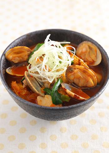 スンドゥブ・チゲの豆腐には、木綿豆腐を使うレシピもありますよ♪絹ごし豆腐よりも木綿豆腐の方が好き、という人にもおすすめです。豆腐の種類を変えて味わいの変化を楽しむのも良いですね。