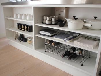 ある程度、空間に余裕があった方が食器もお鍋類も取り出しやすいですよね。空間を埋め尽くす必要はなく、使い易さを意識しましょう。