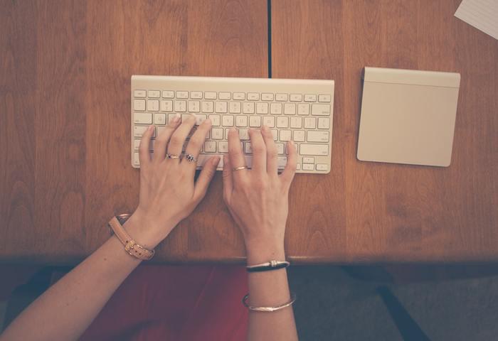 記事のテーマは料理、旅行、美容、健康などクライアントによって様々。1文字〇円や△△文字で●●円、と言う発注形式が多いようです。文章を書くのが好きな人や、SNSに投稿するのが好きな人におすすめ。