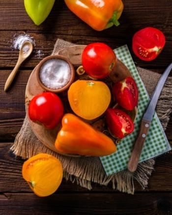 食べ物の中には、生姜以外にも体をぽかぽかにあたためてくれるものがたくさんあります。とは言っても、食材は野菜や果物、魚介類、肉類などバリエーション豊富。一つ一つをピックアップして「この食べ物は体をあたためる」と覚えるのは至難の業です。