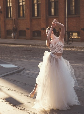きらびやかな衣装に、すらりと伸びた手足。優雅なダンスで観る人を魅了する「バレエ」の世界。 日本人バレリーナが国際バレエコンクールで入賞したニュースや、世界のバレエ団で活躍しているというニュースを見て興味を持ち始めたという人もいるのでは?