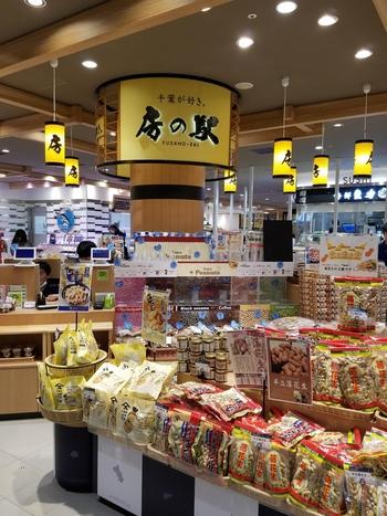 エキナカ3階の改札階にある「房の駅」。千葉県のお土産や名産品が販売されており、お土産はもちろんのこと、何気ない日常を特別にする商品など、お家用に購入しても◎。