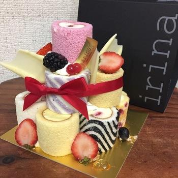 中でもインパクト抜群のミニロールケーキのタワーは、手土産に最適かも。女子会や、お友達の家族の誕生日などに持参すれば、開けた瞬間に歓声があがりそう。