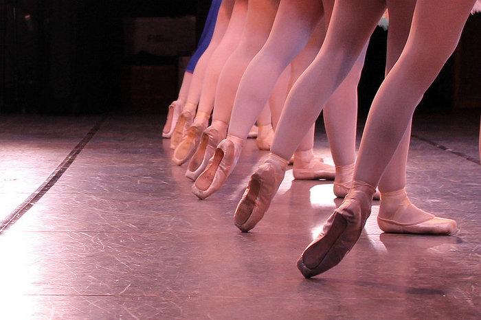 優雅で上品、美しい手足のラインが揃ったコール・ド・バレエ(群舞)は、言葉を失うほど幻想的。