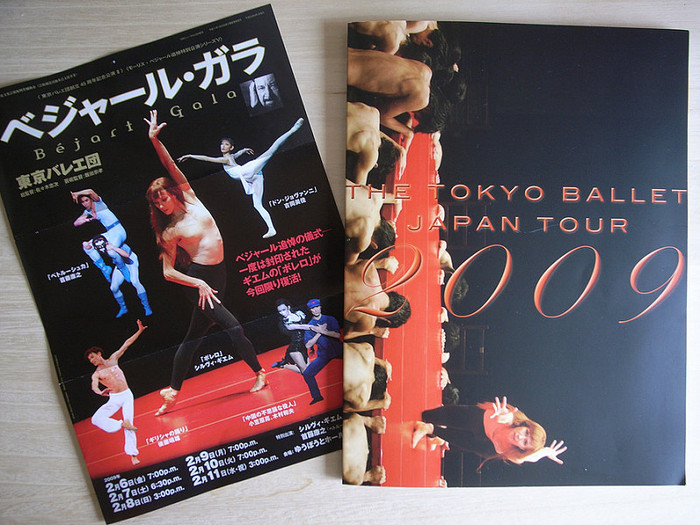 """ベジャールといえば、円卓の上でソリストが""""リズム""""を踊り、それを取り囲んで群舞が踊る「ボレロ」を楽しみにしている方も多いのでは?踊りと音楽とが絶妙にマッチして徐々に会場の熱が上がっていきます。100年に一度のバレエダンサー、シルヴィ・ギエム(写真参照)の躍る姿や、映画「愛と哀しみのボレロ」で見たことがあるという人も少なくないでしょう。"""