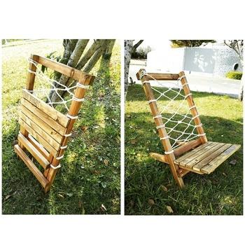 ウッドデッキで一休みするのにぴったりな椅子。シンプルなパーツでできているので、制作も持ち運びも楽々。背面をルーバーにしたり、布地を張ってアレンジしてもいいですね。体重がかかっても歪みにくい丈夫な木材と、がっちり固定できる金具やしっかりとした部材を選ぶと良いでしょう。