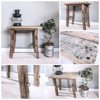 古材を使ったこちらのスツールは材料の質感を活かしたラスティックな雰囲気が素敵。古材のサイズや風合いを上手く活かして自分好みの椅子を作りましょう。男前インテリアやマリンスタイルにもよく合いそうですね。
