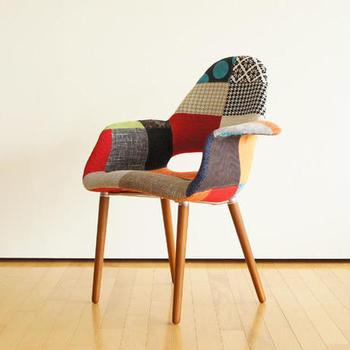 チャールズイームズ&エーロ・サーリネンの手による「オーガニックチェア」のリプロダクト。有機的な曲線が美しく、パッチワークの張地も可愛らしい、座るのが楽しくなる椅子ですね。