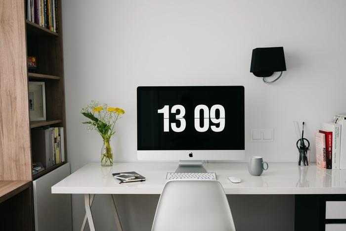 逆に視界に余計な物が入らず、広々とデスクを使える環境だと、目の前の事に集中しやすくなります。必要な時に必要な物をすぐに用意できると、仕事のペースが乱されないのでスムーズに作業が進みますよ☆