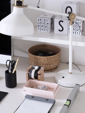 ペンやメモ帳などの文房具類も含めて、必要な時に必要な物をサッと用意できると、それだけ時間を節約できます。常にデスク周りを使いやすい状態に整えておくと、仕事の効率も上がりますよ♪