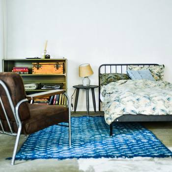 ・部屋の大きさに合わない大きさの家具 ・小さいお部屋に高さがある家具  を選ぶと、お部屋に圧迫感が生まれる原因に。  お部屋の狭さにお悩みの方は、まずは背の低い家具を選んでみましょう。