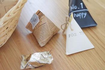 テトラパックは、可愛さもあって人気です。ハリのある紙を使って作れば、つぶれにくいので柔らかいものでも入れられます。