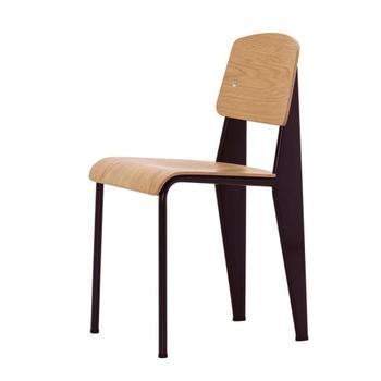 建築家・デザイナーのジャン・プルーヴェが手がけた名作椅子「スタンダード・チェア」は、シンプルモダンな佇まいの中に柔らかな木の感触や座る人への細かな気遣いが感じられます。 こちらはvitra社の正規ライセンス品。