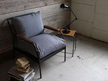 包み込まれるような座り心地のソファがあると、読むのに根気がいるような長編小説でも、没頭して読みふけってしまいそうです。張地が選べるタイプは、素材や色味をお部屋の雰囲気に合わせることができます。