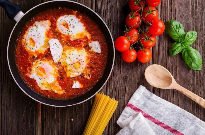 別にお鍋を用意する必要も無し、フライパンを使って少ないお湯で茹でて、パパッとつくれるパスタのレシピをご紹介します。