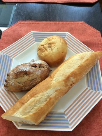 星付きレストランやカフェでも使用されているほど、おいしさに定評のあるバゲット。フランスの製法に基づいて作られていて、パリパリの皮としっとりもっちりした内側の異なる食感が味わえます。