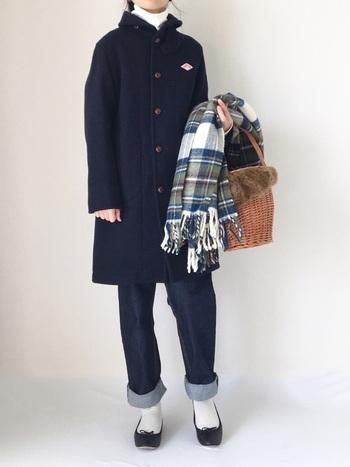 きちんと感のある着こなしをカジュアルダウンしてくれるかごバッグ。意外と収納力もたっぷり、一気にこなれた印象になるから、もはや冬コーデには欠かせないアイテムです。
