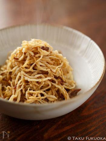切り干し大根と、ごま油、そしてXO醤だけで作れる簡単レシピ。乾物もXO醤の魔力でここまで美味しくなります。おつまみにも、お弁当にも、あと一品欲しいときのお助けレシピとしてもオススメの一品です。