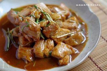 香醋の酸味と甘みが食欲をそそる、豚バラの照りっと香醋炒めのレシピです。ビールも進み、ご飯にも万能レシピ。お酢の効果でお肉もジューシーで柔らかです。