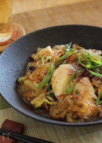 タラの旨味とXO醤の凝縮された旨味をググッと吸収した春雨が美味しい、タラと春雨の旨辛煮です。中華調味料はそれだけで旨味が凝縮されているものが多く、味も一発で決めやすいです。お料理が少し苦手という方も、中華調味料を味方につけてしまえば失敗なく上手に味付けすることができますよ。