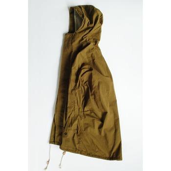 「そろそろ重いアウターは脱ぎたいけど、薄過ぎるコートはまだちょっと…。」そんな季節に重宝するのが、ちょうどいい肉厚感のモッズコートです。そのバツグンの保温力と、サクッと羽織れる軽やかさは、アウターに迷う半端な時期にピッタリ。さらに、合わせるアイテム次第では、ボーイッシュからフェミニンまで、いろんな着こなしパターンが楽しめます。そこで今回は、モッズコートのコーディネート実例を、4つのテイスト別にご紹介。モッズコートの万能さを、たっぷりウォッチしてみましょう!