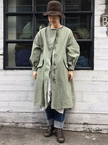 ふっくらと膨らんだスリーブに、緩やかなAライン。こだわりのディテールが詰め込まれたモッズコートは、袖を通すだけで格上のおしゃれ感を約束します。