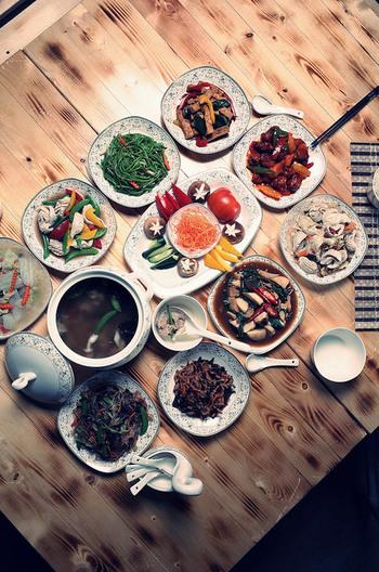 今回ご紹介した中華調味料たち、冷蔵庫で眠ってしまいがちですが、味方につけると味が一発で決まるのでとっても万能なんですよ。また定番の料理に少しプラスするだけでも中華風にアレンジがきくのでどんどん使ってみましょう!きっと新しい味わいに出会うことができますよ。