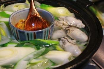 牡蠣入りの湯豆腐もそそられますね。日本酒できゅっと一杯、いきたくなります。