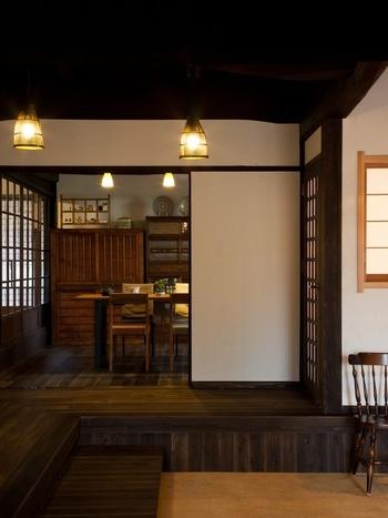 京都の町家や長屋では家のサイズにもよりますが、間口が狭く大型の家具や家電製品が搬入できない、そもそも家電製品を設置する場所がない…など、古民家ならではの困りごとも多いかもしれません。 生活のすべてをタイムスリップさせたいわけではない方にとっては不便で、思いどおりのレイアウトが叶わないことも。 そのため、様々な角度からリフォームを考える必要があります。