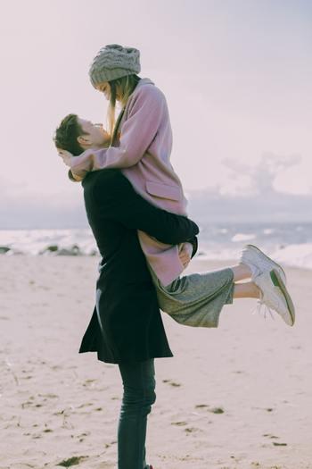 きっと背中を押してくれる。恋愛に悩んだ時に見て欲しい女性による女性のための名言・格言集