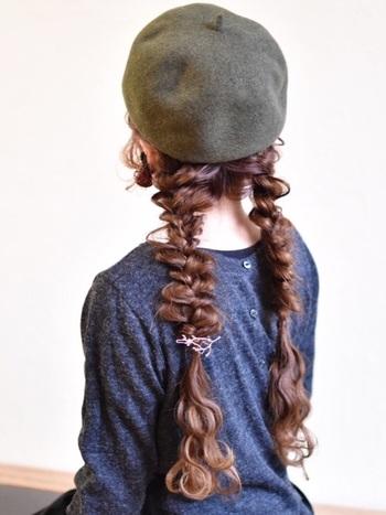 ノスタルジックなベレー帽に三つ編みおさげ。その愛くるしい後姿に、きっとみんなの視線も集中してしまうハズ。