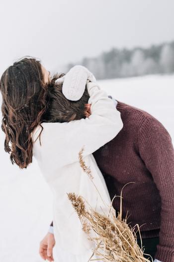 恋愛には人それぞれの形があり、望むことや目指す場所が違いますよね。でも、「幸せで楽しい気持ちでいたい」というのはきっとみんな同じなはず。名言・格言は、そんな女性の恋に陰ながら寄り添いそっと支えてくれるような存在です。心に響いた言葉を胸に、前へ進んでみませんか?
