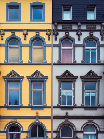 稀に古くなるほどに価値が上がっていくビンテージハウスやマンションもあるんですよ。有名な建築家が作った人気の建物や、デザインや立地が良くしっかり管理されているなど、いくつか条件がありますが、そんな物件に出会えたらラッキーですね。