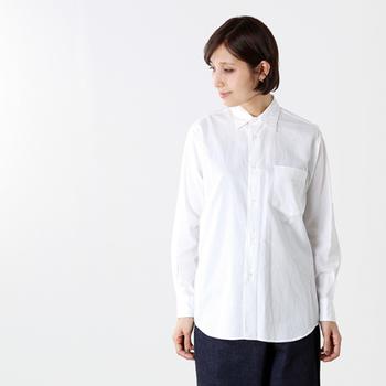 「真っ白なシャツ」に袖を通すと心も体もシャキッとなりませんか?新生活が始まる春にぴったりなアイテムです。  オンでもオフでもオーソドックスな白シャツは着回し力抜群、使えるアイテムです。とっておきの一枚を用意したいですね。