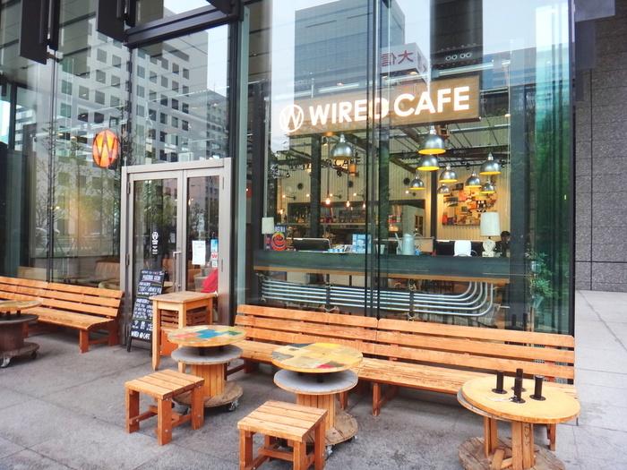 都内の主要駅近くにたくさんの店舗をオープンしている「るWIRED CAFE(ワイアードカフェ)」。ちょっとした隙間時間に気軽に入ることが出来て便利です。