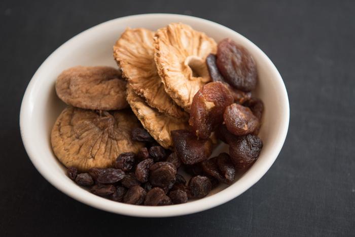 皮ごと食べるドライフルーツだから、作られ方にもこだわりたい。有機農法で育てられた果物だから、安心安全で味わいも濃厚。
