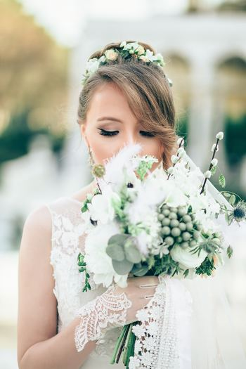 結婚は人生の中で大きなライフステージの変化の一つ。大切な友人が結婚する時、結婚式に参列したり、プレゼントを贈ったりなど、色々なお祝いの仕方があります。それと同時に、こんな時だからこそしっかりとお祝いの言葉を伝えてみてはいかがでしょう?心が温かくなる、そっと添えたい言葉をご紹介します。