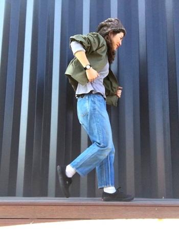 国産デニムブランドのジーンズは、生地から作ることができるので、より細かな部分までデザイナーの意思やこだわりが反映されて、見た目だけでなく穿き心地の良いジーンズを作ることができます。ぜひ実際に穿いて、その良さを実感してみてくださいね。