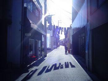 1960年代に国内で初めてジーンズ生産を手がけた岡山県倉敷市にある児島地区。国産デニムは、ここなしには語れません。明治時代から繊維の町として栄えていた児島で作られたデニム生地の品質の高さは、世界的にも高く評価されているんです。