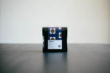 <ルワンダ>  ルワンダは澄んだ香りが特徴的で、フローラルな華やかさを併せ持っています。爽やかな酸味がやわらかな後味として感じられ、飲みやすいお味のコーヒーです。