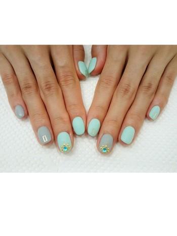 爽やかな春風を運んでくれそうなパステルグリーン。 スモーキーなブルーの組み合わせと、マットな質感もオシャレです♪