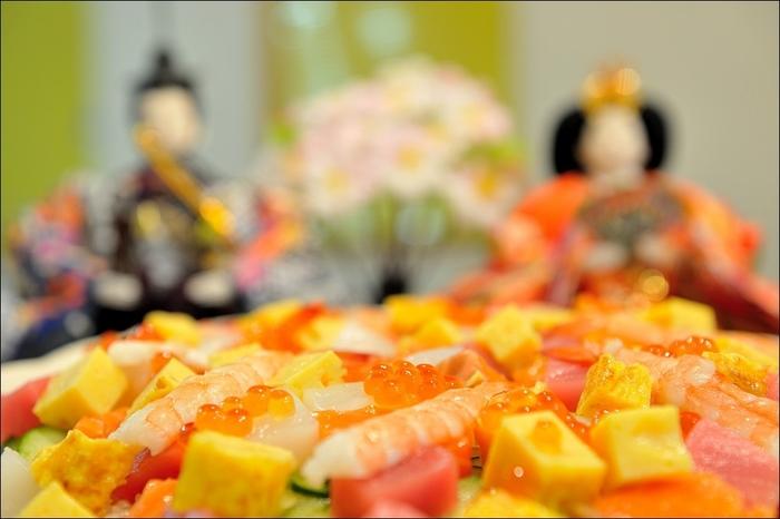 定番の「ちらし寿司」「お吸い物」意外にも、ひな祭りのアレンジメニューはいろいろ!具材に変化をつけたり、見た目にこだわったり…ここでは、工夫を凝らした、ひな祭りのアレンジメニューのレシピをご紹介したいと思います。是非、お子さまと一緒に、楽しみながら作ってみてはいかがでしょうか…