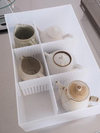 重ねることができない器や、繊細なかたちの急須などはひとつずつお部屋を区切ってしまっておくと安心です。