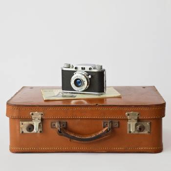 服の組み合わせを工夫して、もっていく服を減らしてもパッキングが綺麗に出来ないとスーツケースの中にデッドスペースが生まれてしまいます。