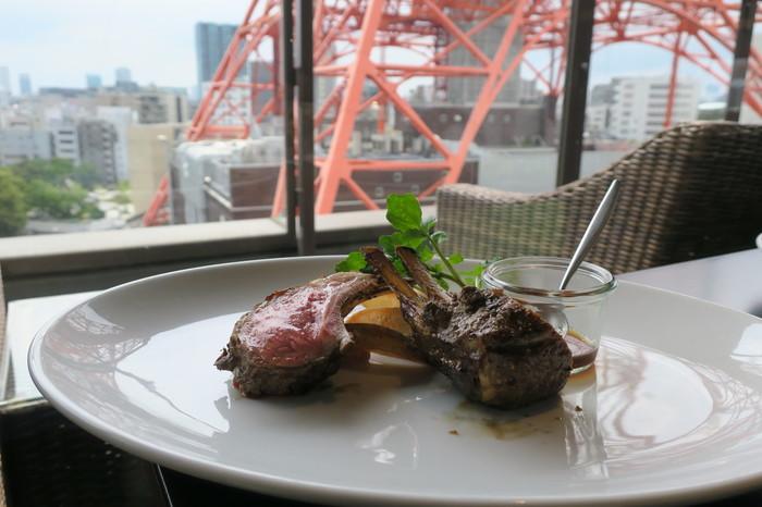 こちらでいただけるのは、ステーキやハンバーガーなどのお肉料理。ニュージーランド産の牛肉やラム肉を堪能できます。ジューシーな食感がたまりません!