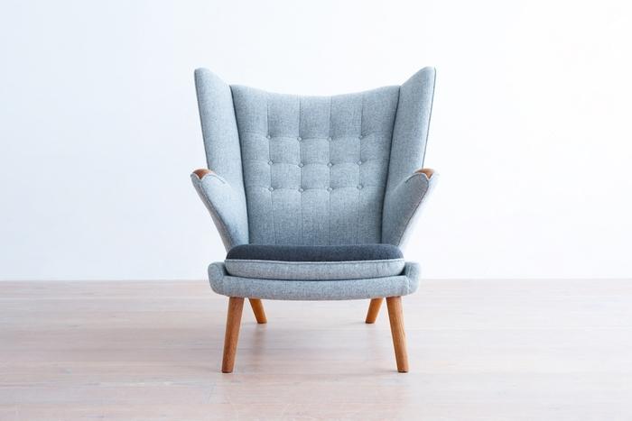 北欧スタイルの象徴である、ナチュラルなファブリックデザイン。木の温もりに布の素材感と彩りが加わることで、空間にレトロモダンなアクセントがつきます。張り替えによって、自分だけの1点ものに仕上げられるのも魅力。